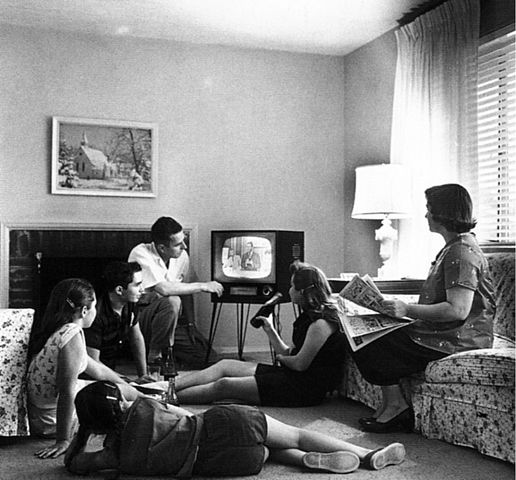 Networking Knowledge: Branding TV: Transmedia to the Rescue. The issue cover pictures a family watching TV.